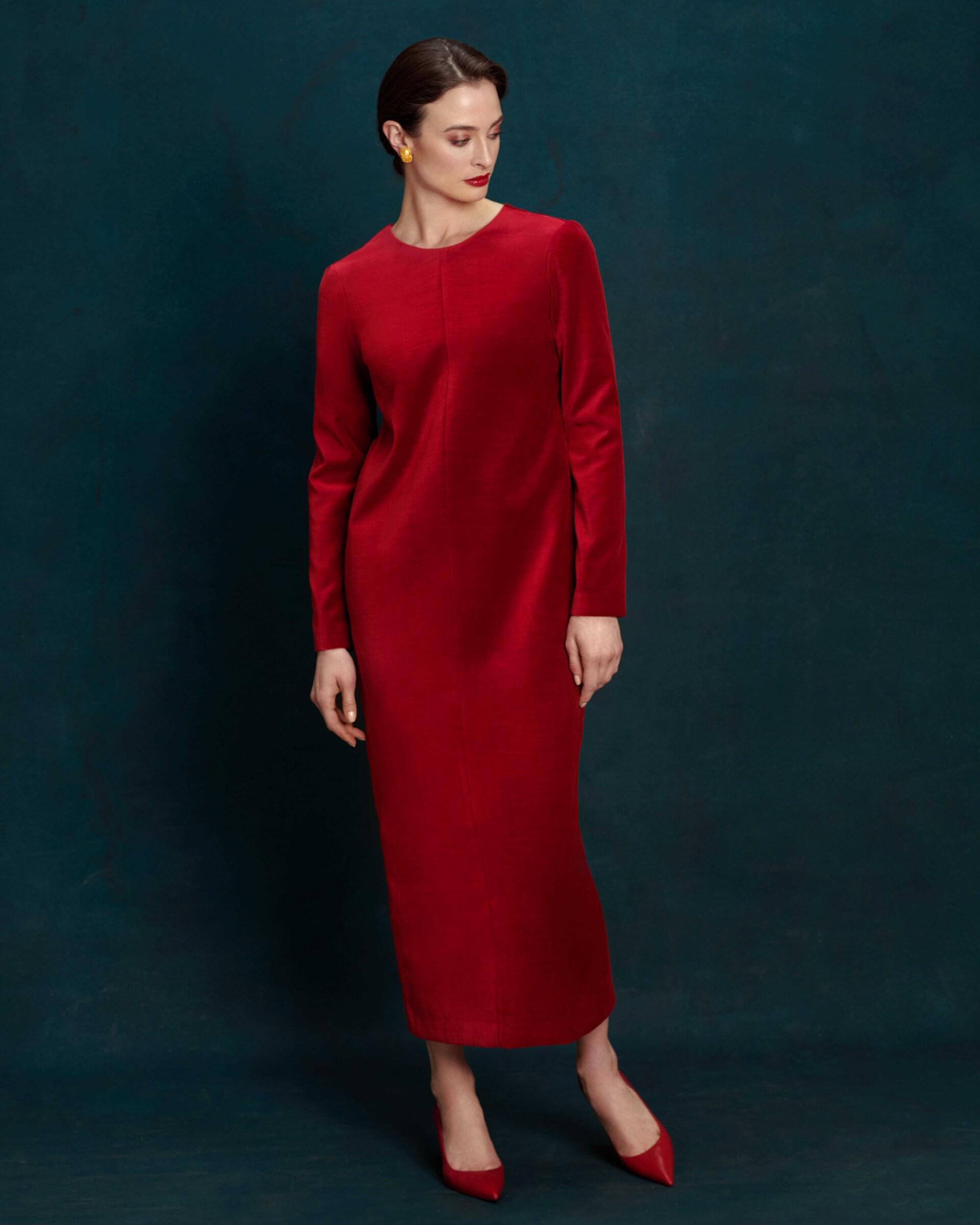 Платье из красного бархата