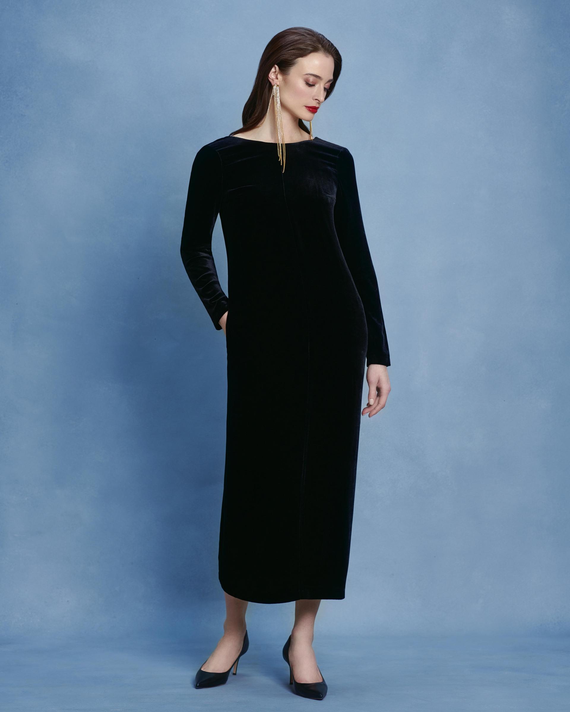 Платье из черного шелкового бархата